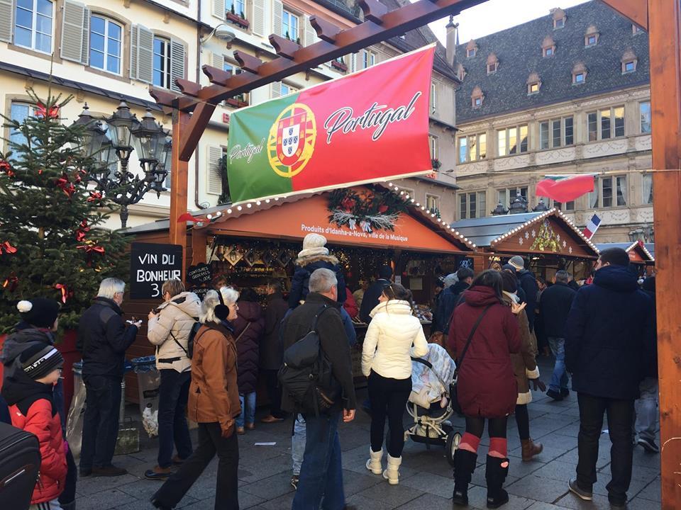 Mercado de Natal de Strasbourg na França com parte destina à tradição Portuguesa. Foto: NiKi Verdot.
