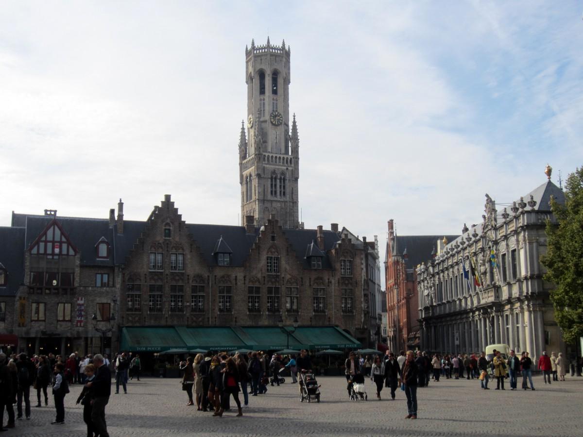 Markt e a torre do Beffroi (Campanário) - Bruges, Bélgica. Foto: NiKi Verdot | 1001 Dicas de Viagem