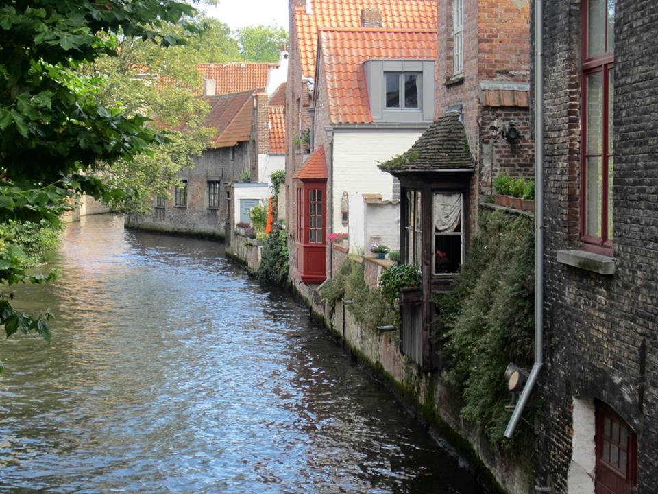 Um dos canais de Bruges. Foto: NiKi Verdot | 1001 Dicas de Viagem