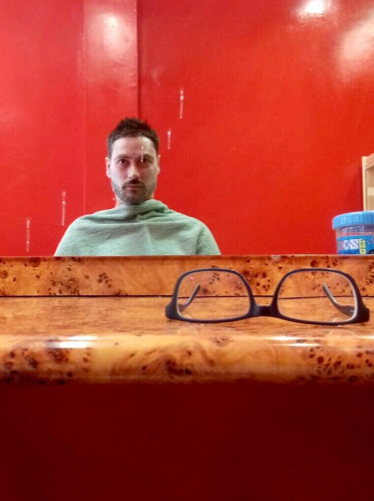 O primeiro corte de cabelo em Dijon, França - Relatos de brasileiros no exterior.
