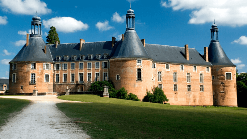 Spectacle du Château de Saint-Fargeau | Guide France