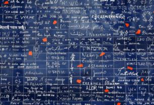 Paris: Muro dos Eu Te Amo - Muro do Eu Te Amo - Mur des Je t'Aime | 1001 Dicas de Viagem