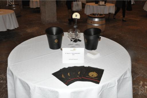 Les Chavaliers du Tastevin - Les Majors du Tastevinage - Evento que seleciona os melhores vinhos da Borgonha   1001 Dicas de Viagem - Petite Verdot